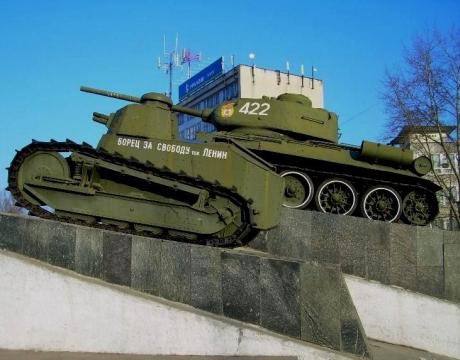 Танки на площади Славы